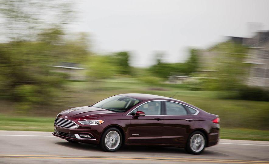 2017 Ford Fusion hybrid - Slide 7