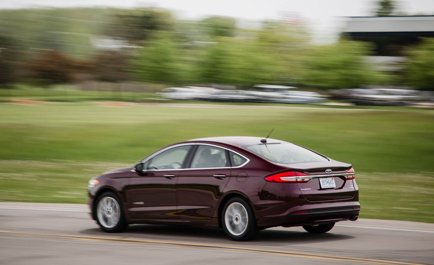2017 Ford Fusion hybrid - Slide 9