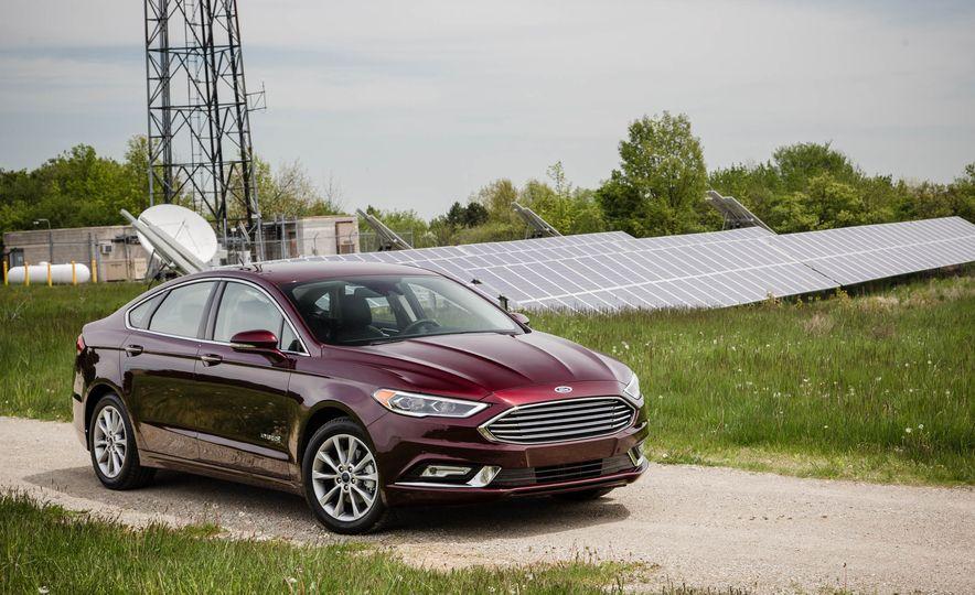 2017 Ford Fusion hybrid - Slide 10