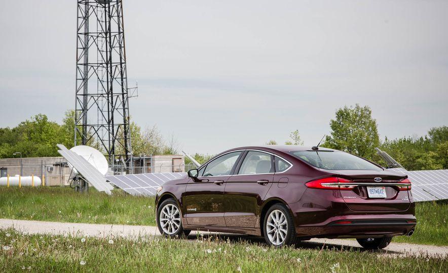 2017 Ford Fusion hybrid - Slide 12
