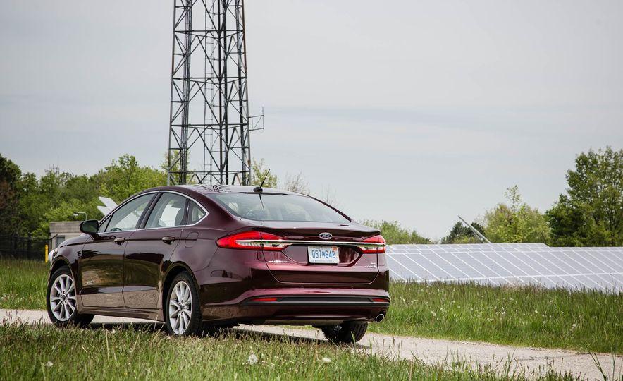 2017 Ford Fusion hybrid - Slide 13