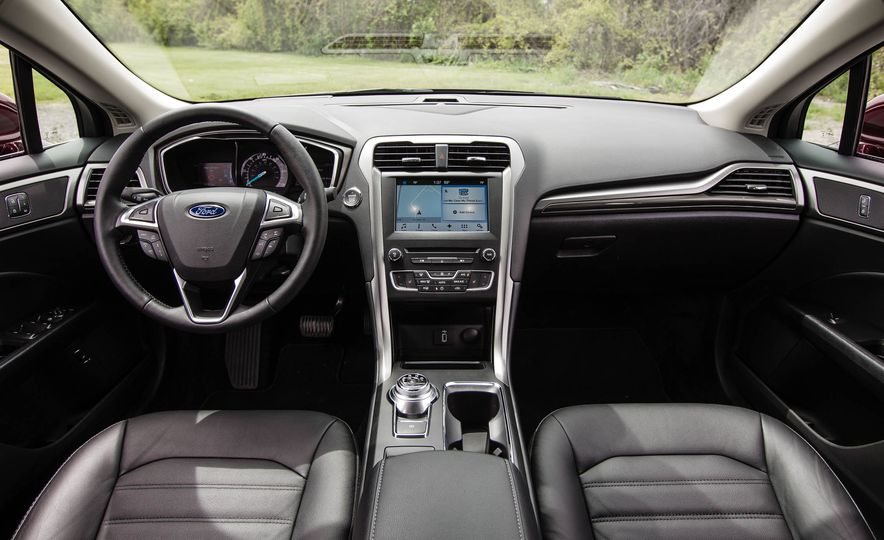 2017 Ford Fusion hybrid - Slide 24