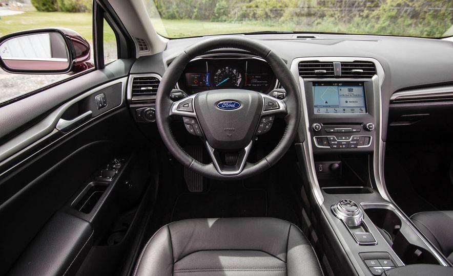 2017 Ford Fusion hybrid - Slide 32