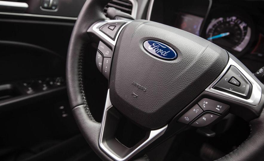 2017 Ford Fusion hybrid - Slide 33