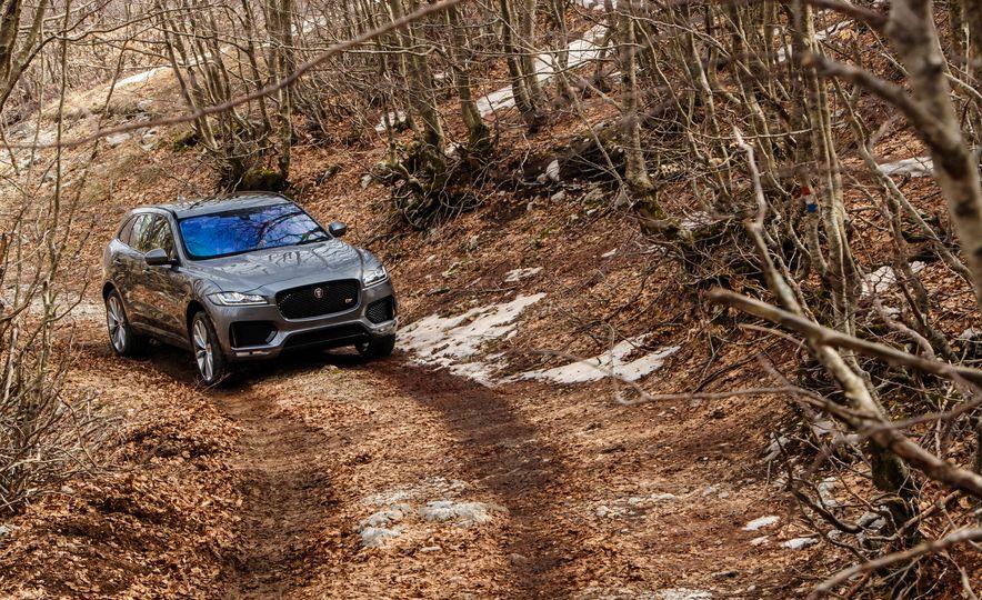 2017 Jaguar F-Pace S - Slide 4