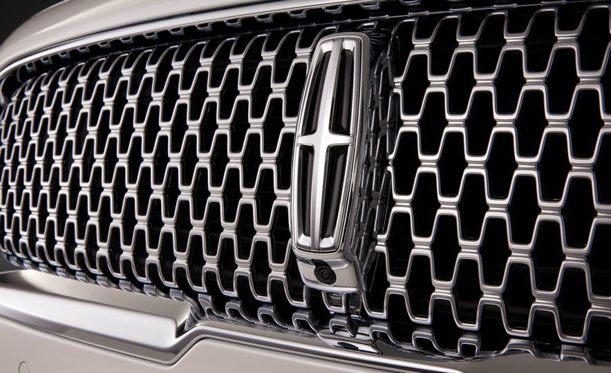 2017 Lincoln Continental - Slide 9