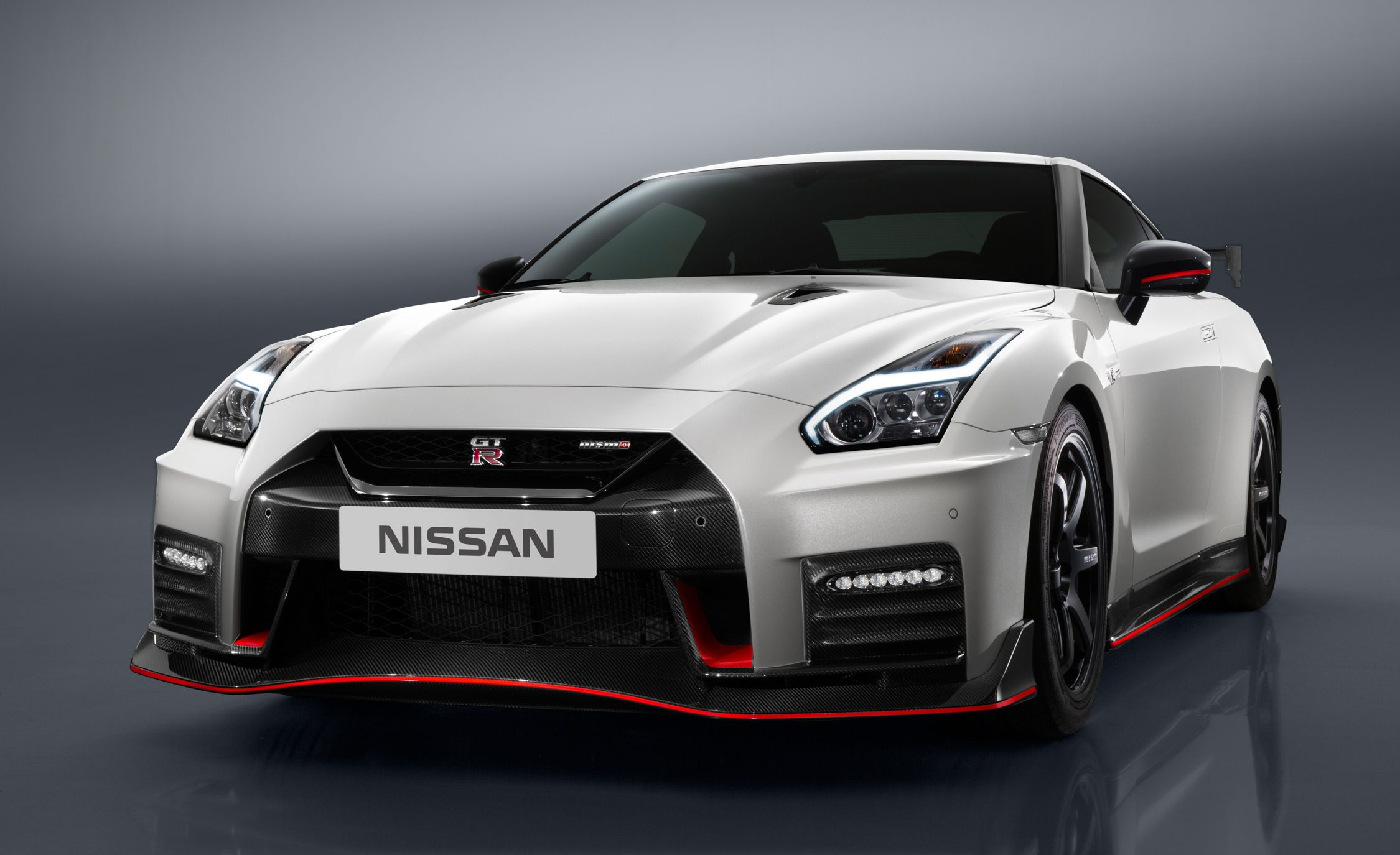 2017 Nissan Gt R Nismo Photos And Info News Car And Driver