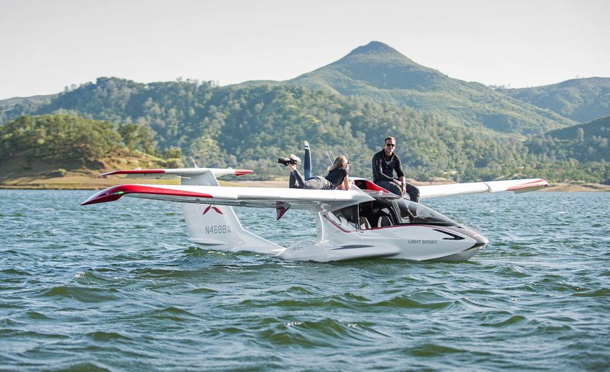 ICON A5 Amphibious Light Sport Aircraft - Slide 1