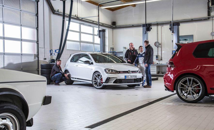 Volkswagen GTI Clubsport S (Euro-spec) - Slide 19