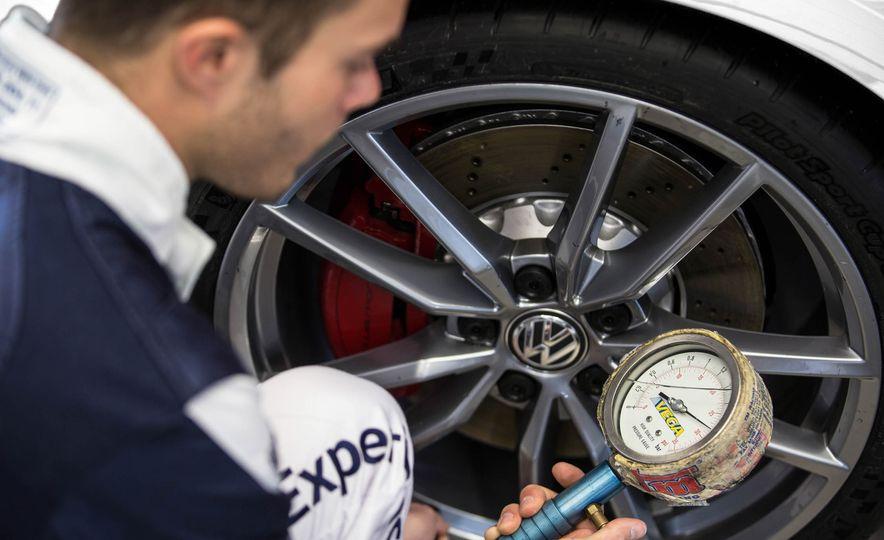 Volkswagen GTI Clubsport S (Euro-spec) - Slide 21