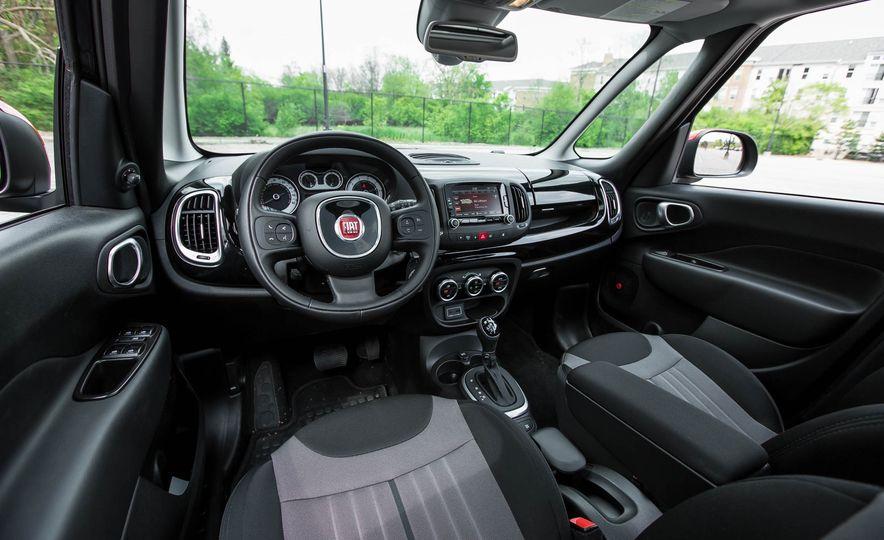 2016 Fiat 500L - Slide 24