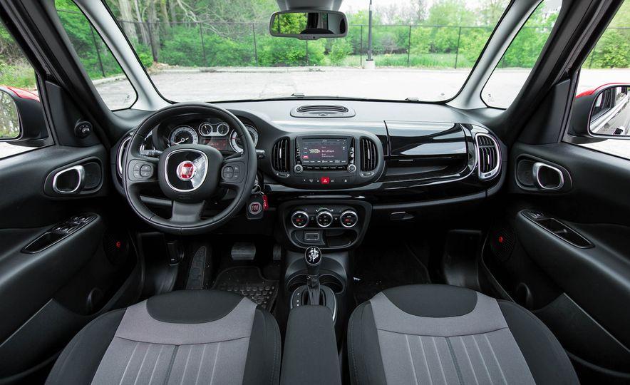 2016 Fiat 500L - Slide 25