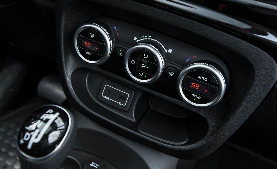 2016 Fiat 500L - Slide 37