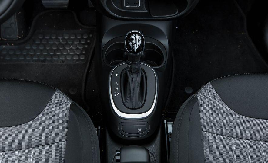 2016 Fiat 500L - Slide 38