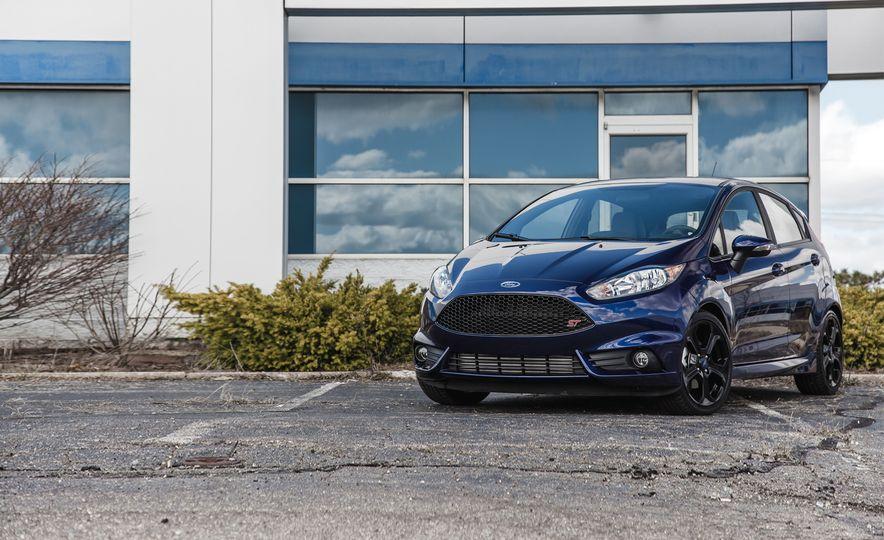 2016 Ford Fiesta ST - Slide 1