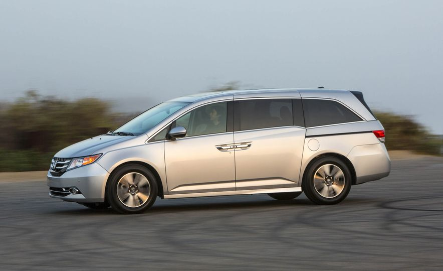 2016 Honda Odyssey Touring Elite - Slide 3