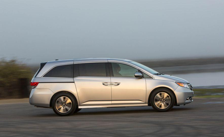 2016 Honda Odyssey Touring Elite - Slide 4