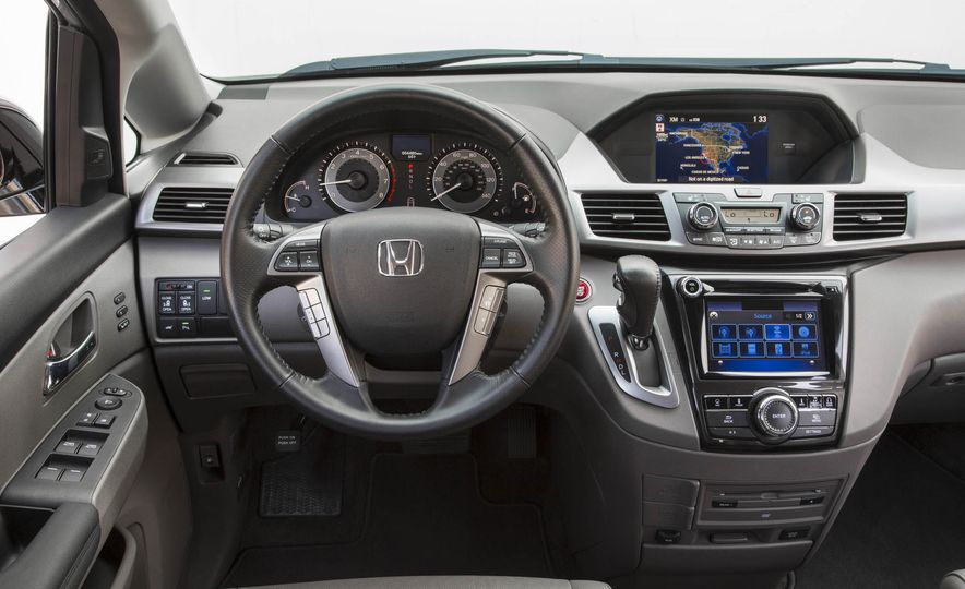 2016 Honda Odyssey Touring Elite - Slide 16