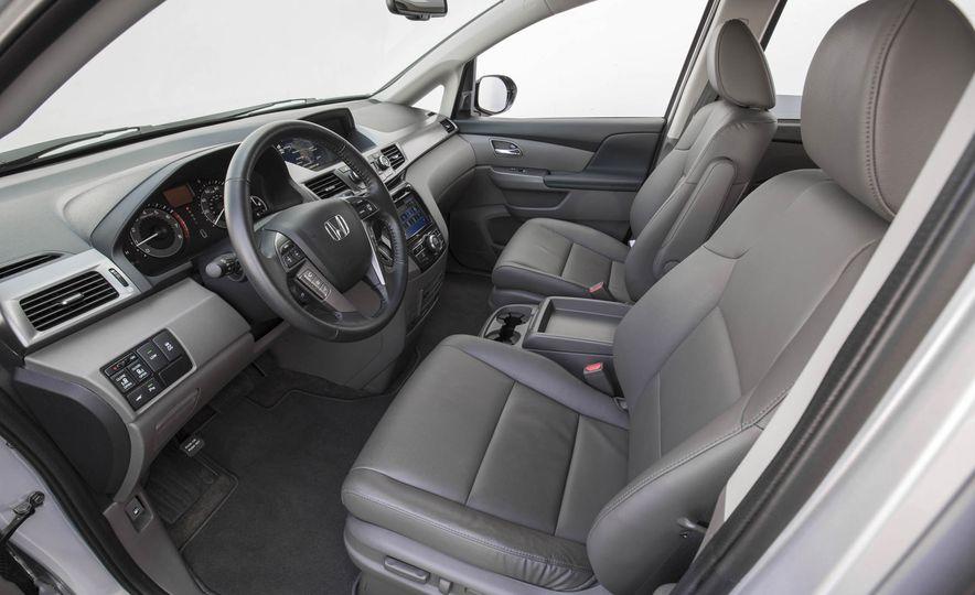 2016 Honda Odyssey Touring Elite - Slide 17