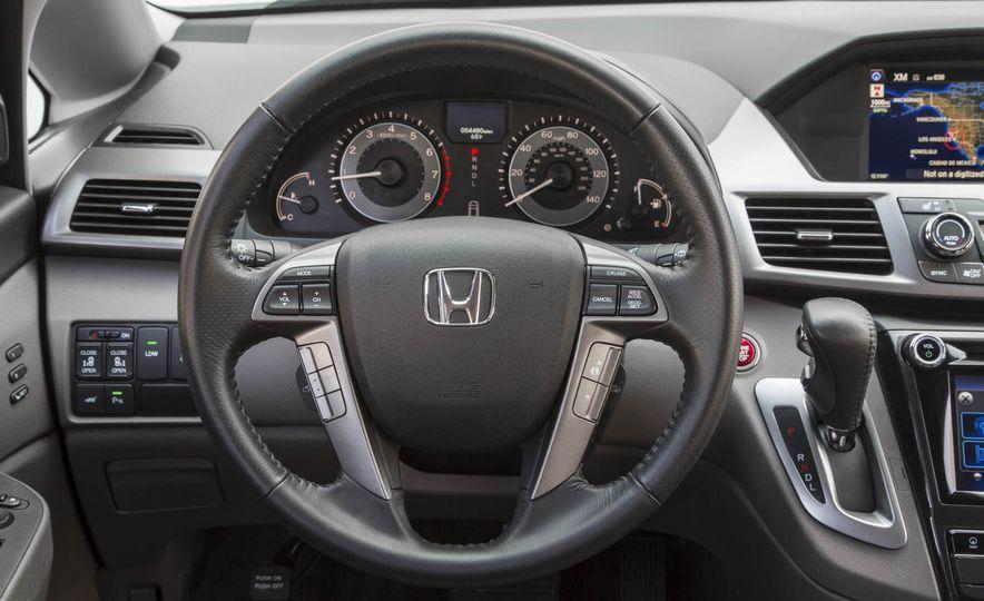 2016 Honda Odyssey Touring Elite - Slide 18