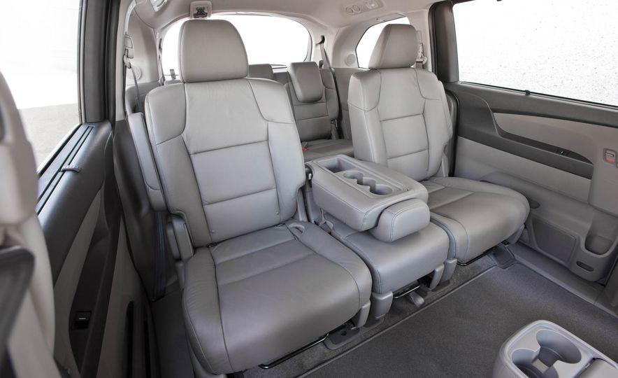 2016 Honda Odyssey Touring Elite - Slide 23