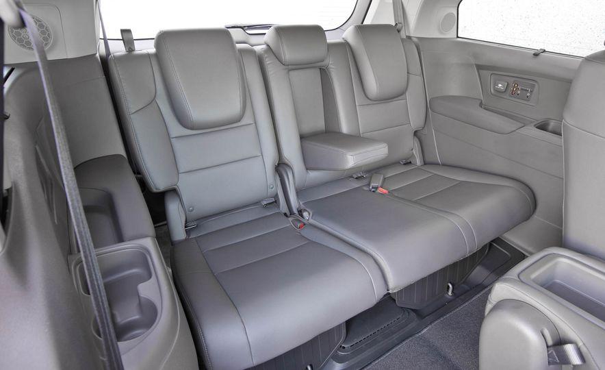 2016 Honda Odyssey Touring Elite - Slide 24