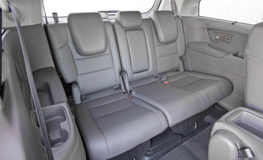 2016 Honda Odyssey Touring Elite - Slide 25
