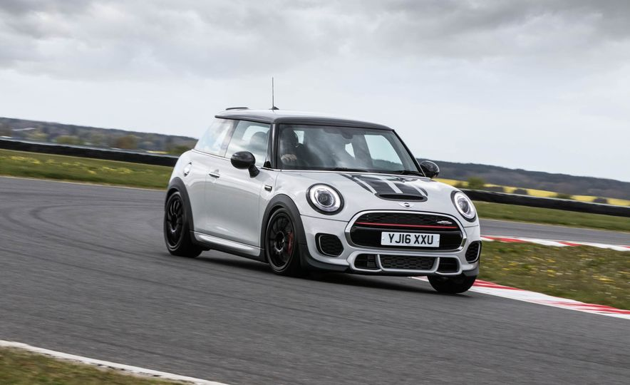 2016 Mini John Cooper Works Challenge - Slide 1