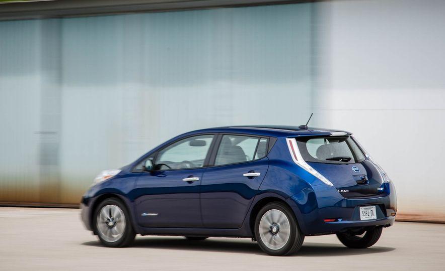 2016 Nissan Leaf - Slide 5