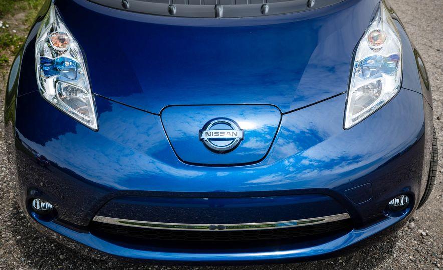 2016 Nissan Leaf - Slide 13
