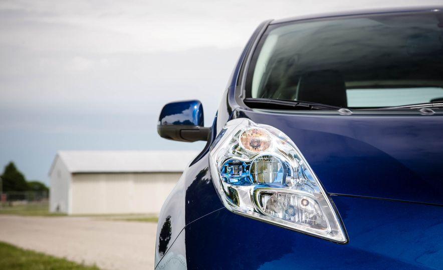 2016 Nissan Leaf - Slide 15