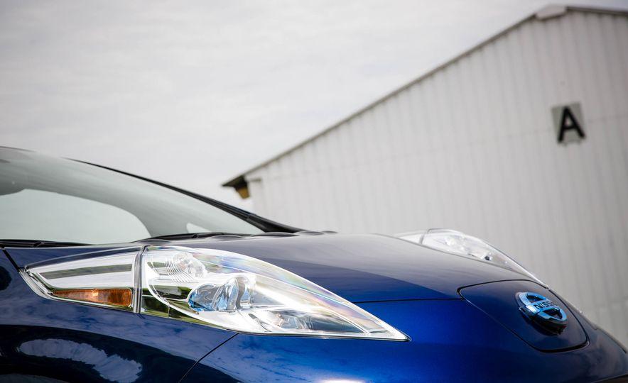 2016 Nissan Leaf - Slide 16