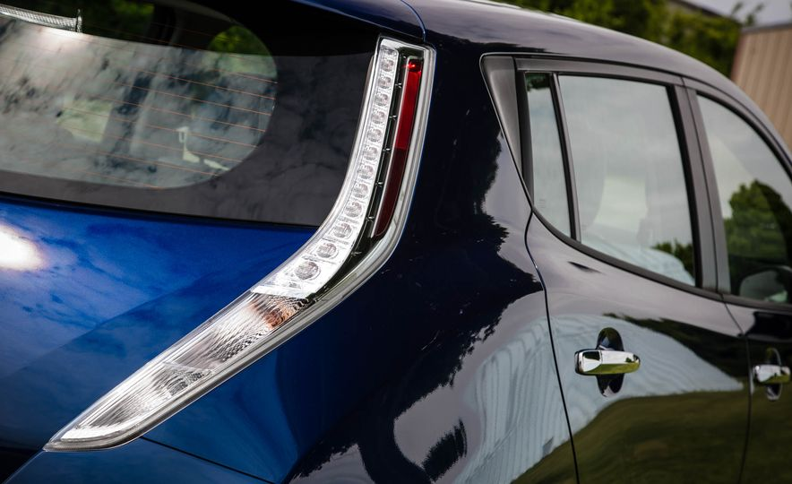 2016 Nissan Leaf - Slide 26