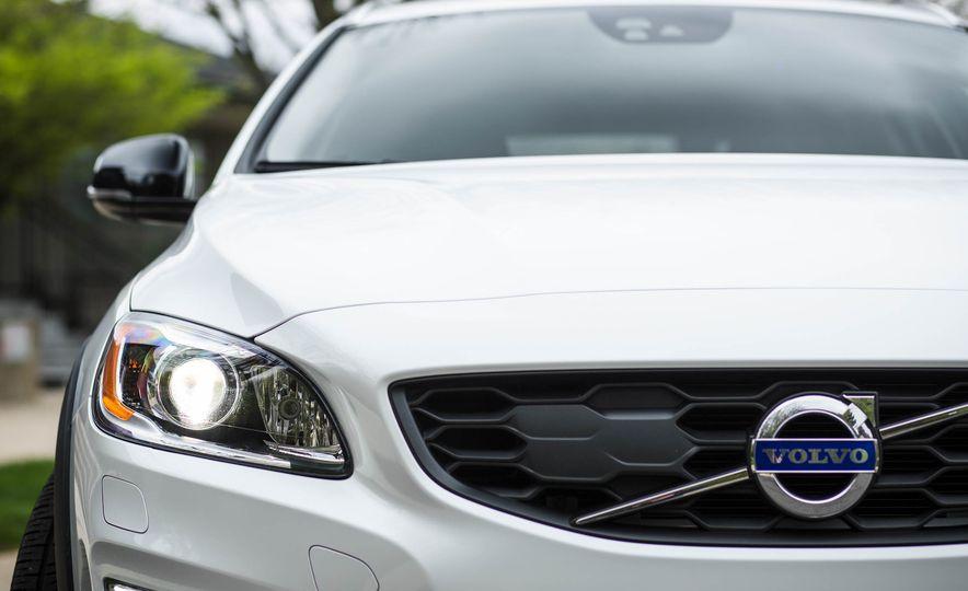 2016 Volvo V60 Cross Country - Slide 14