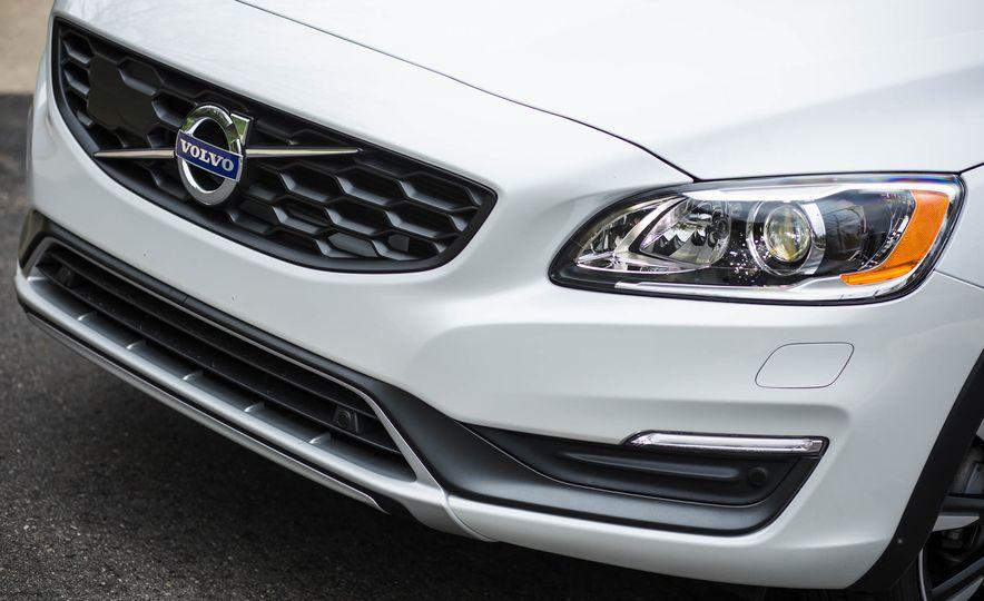 2016 Volvo V60 Cross Country - Slide 16