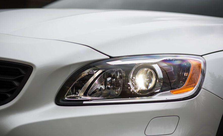 2016 Volvo V60 Cross Country - Slide 17