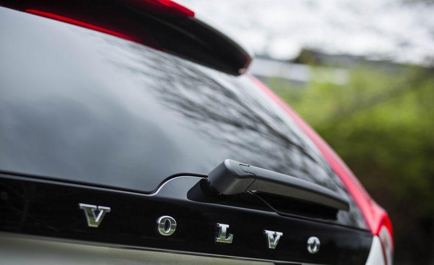 2016 Volvo V60 Cross Country - Slide 21