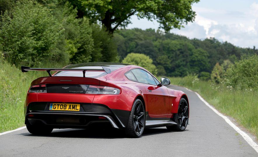 2017 Aston Martin Vantage GT8 - Slide 18