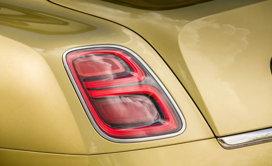 2017 Bentley Mulsanne - Slide 35