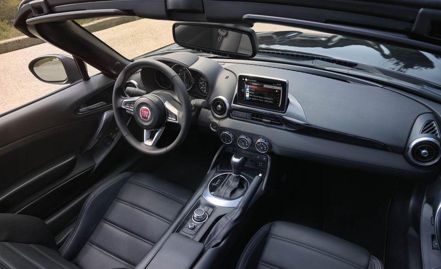 2017 Fiat 124 Spider - Slide 31