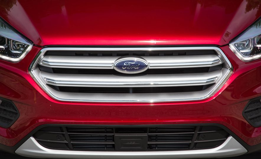 2017 Ford Escape Titanium - Slide 16