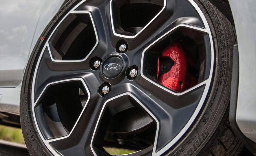 2017 Ford Fiesta ST200 - Slide 36