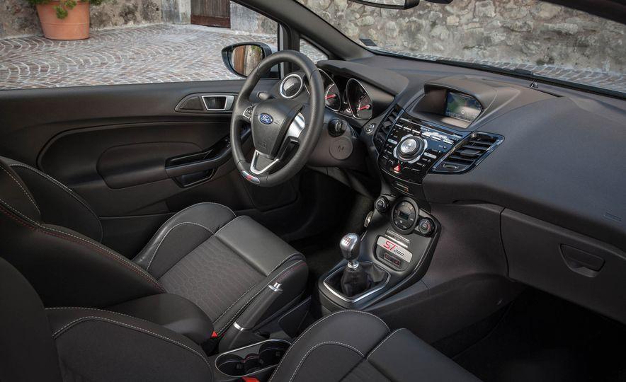 2017 Ford Fiesta ST200 - Slide 41