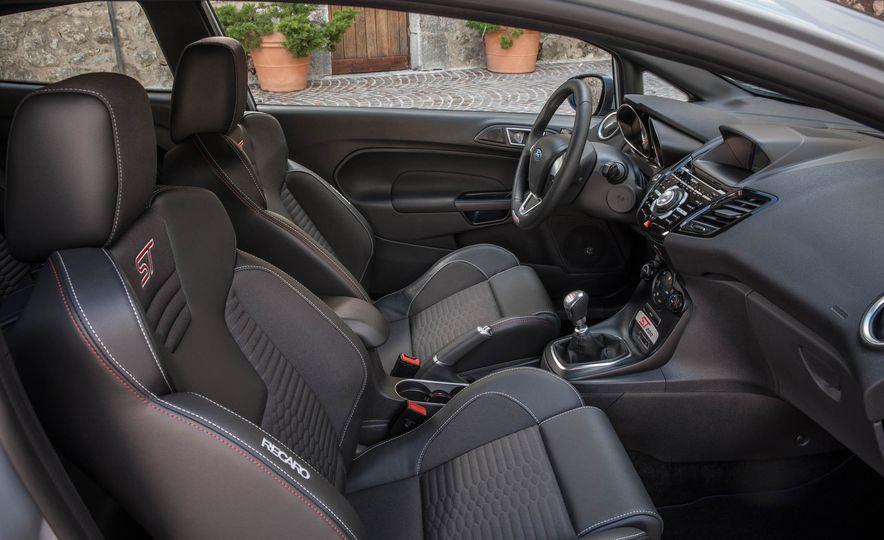 2017 Ford Fiesta ST200 - Slide 42