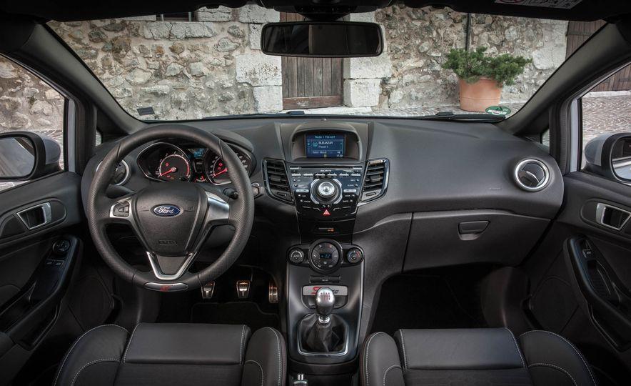 2017 Ford Fiesta ST200 - Slide 43