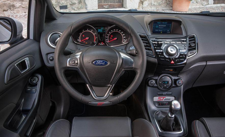 2017 Ford Fiesta ST200 - Slide 44