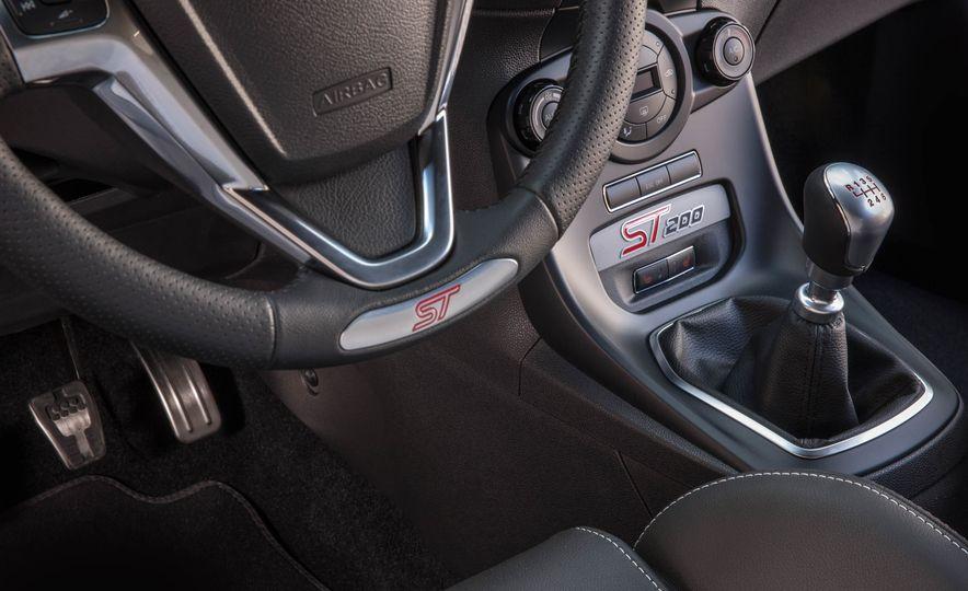 2017 Ford Fiesta ST200 - Slide 46