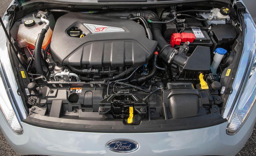 2017 Ford Fiesta ST200 - Slide 54