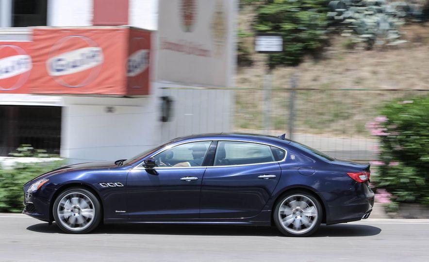 2017 Maserati Levante - Slide 17