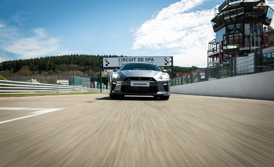 2017 Nissan GT-R - Slide 6